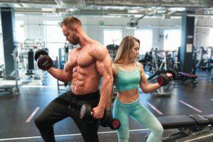 Kobiety kontra mężczyźni na siłowni!